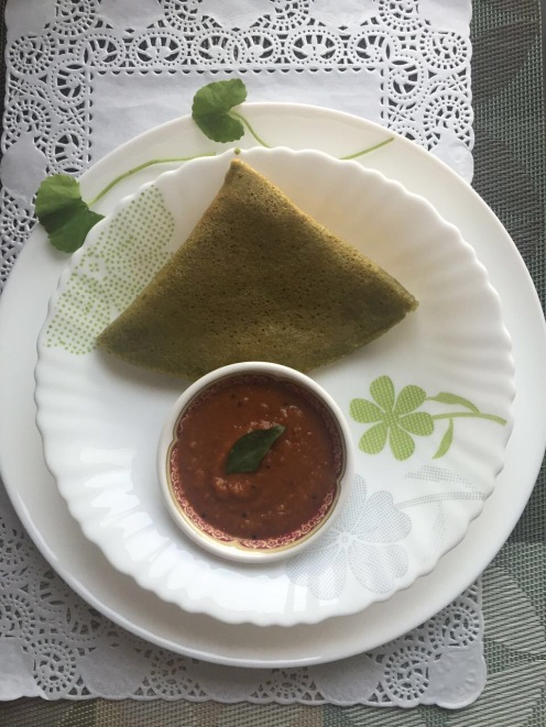 Green dosa with red chutney